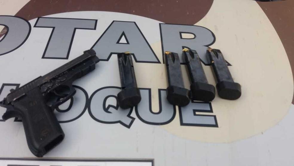 Armas foram apreendidas após a operação em Morada Nova — Foto: Divulgação/PM