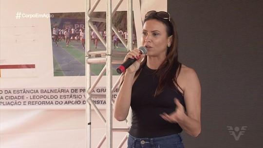 Medalhista olímpica Maurren Magi visita escola em Praia Grande
