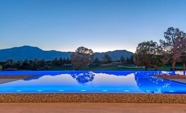 Kris Jenner compra mansão moderna no meio do deserto por R$ 48 milhões (Foto: Reprodução)