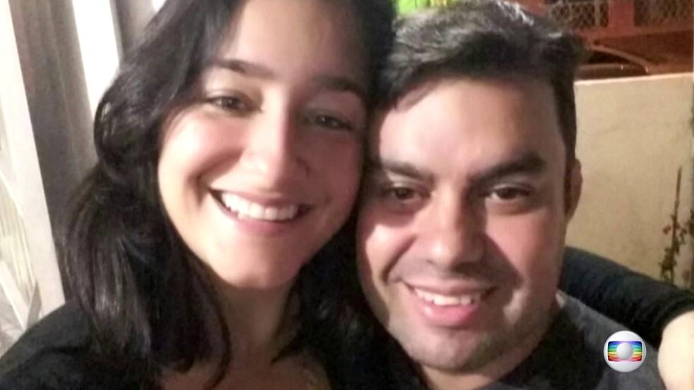 Anderson em foto com a mulher; motorista foi atingido por três tiros nas costas e também não resistiu (Foto: Reprodução/TV Globo)