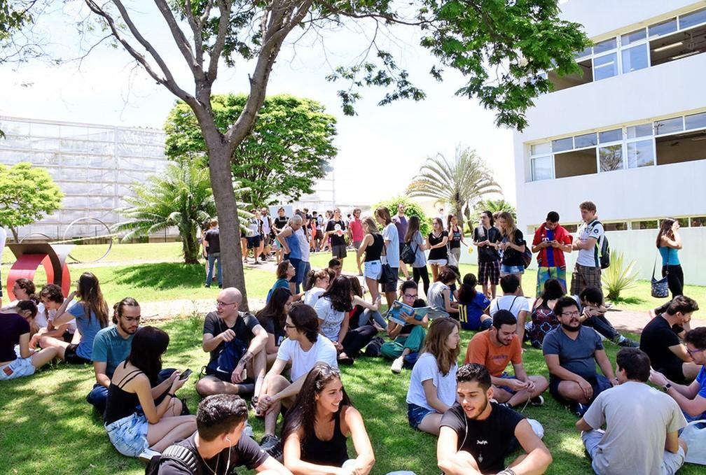 Estudantes durante a 2ª fase do vestibular 2019 da Unicamp — Foto: Antoninho Perri / Unicamp
