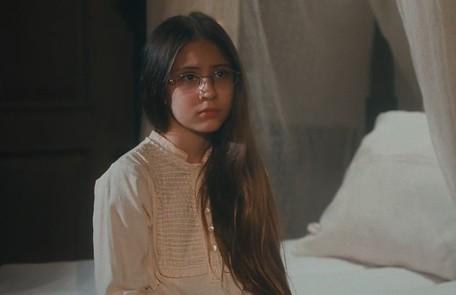 Na quarta-feira (15), orientada por Tonico (Alexandre Nero), Dolores (Júlia Freitas) inventa para a Pilar que viu Samuel e Luísa se beijando TV Globo