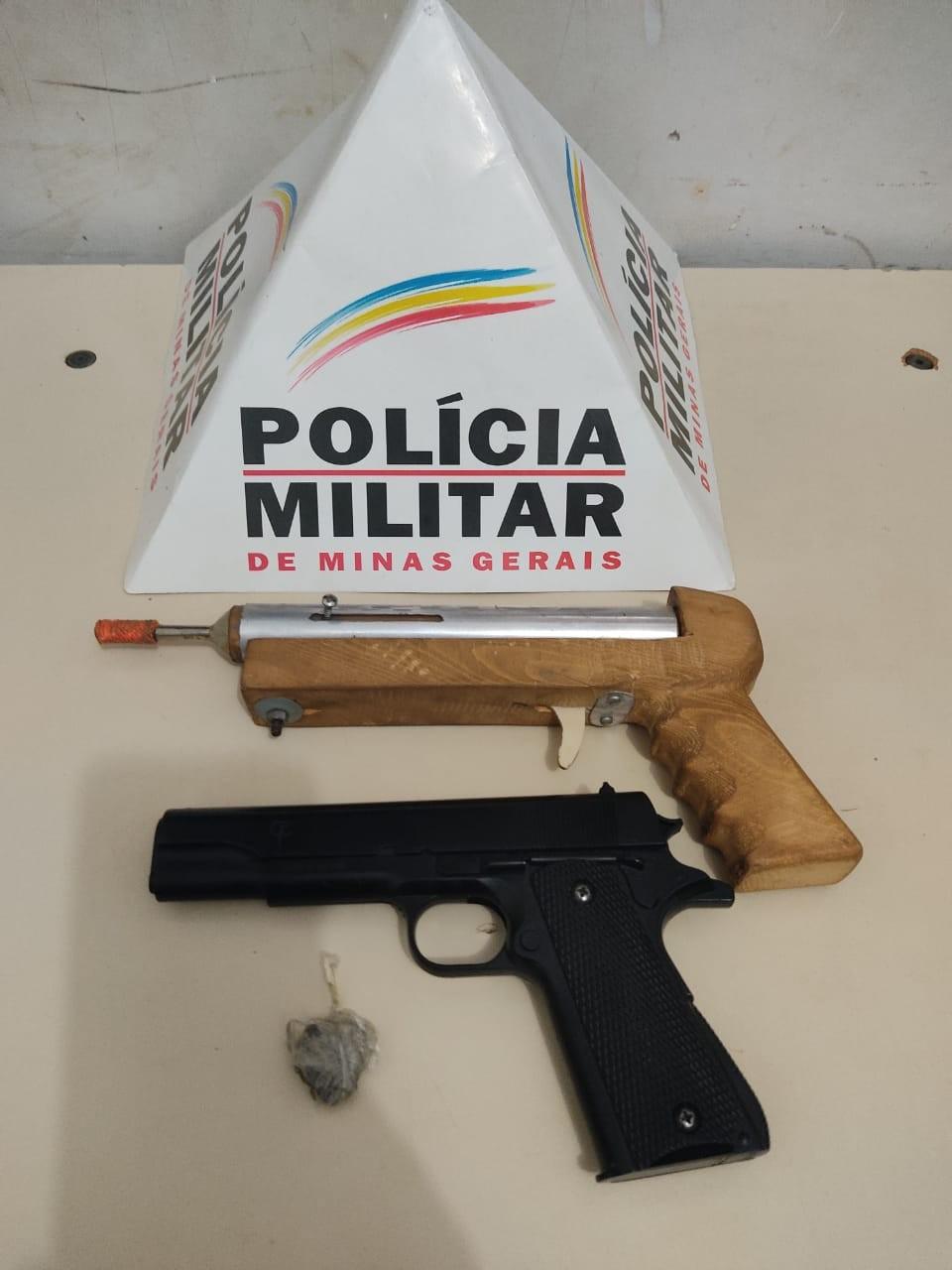 Foragido é preso com arma de fabricação artesanal e réplica de pistola, em Unaí