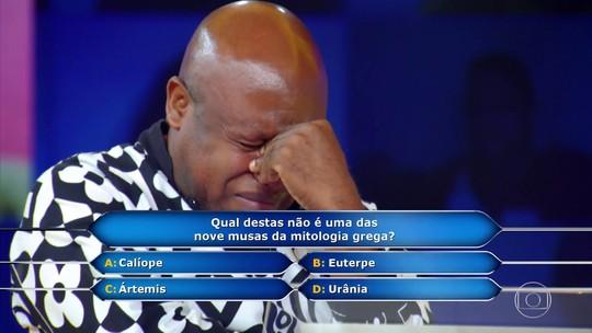Ex-combatente de guerras em Angola fica muito nervoso e chora ao decidir parar no 'Milionário'