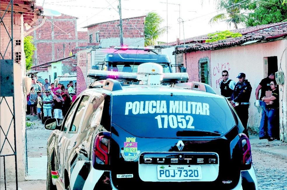Quatro homens foram assassinados na Rua Aguapé Verde, no Bairro Bom Jardim, no dia 8 de outubro de 2017 — Foto: Kléber A. Gonçalves/SVM
