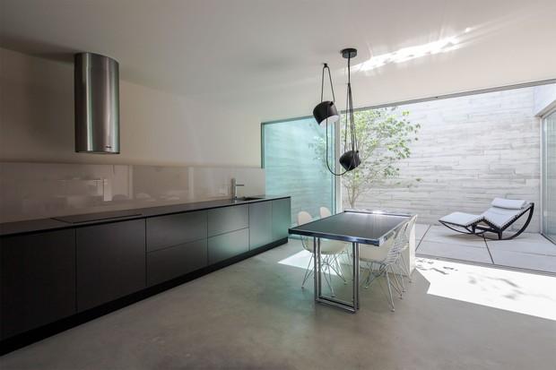 Casa de 139 m² é refúgio tranquilo e minimalista em Portugal  (Foto: FOTOS ©NUDO)