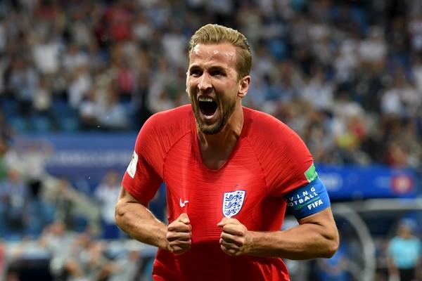 O jogador inglês Harry Kane celebrando seu segundo gol contra a Tunísia na Copa do Mundo (Foto: Getty Images)