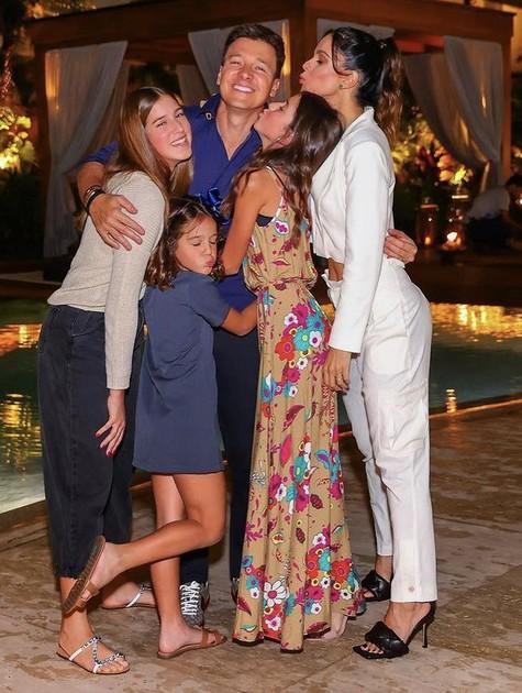 Rodrigo Faro e a família (Foto: Reprodução/Instagram)