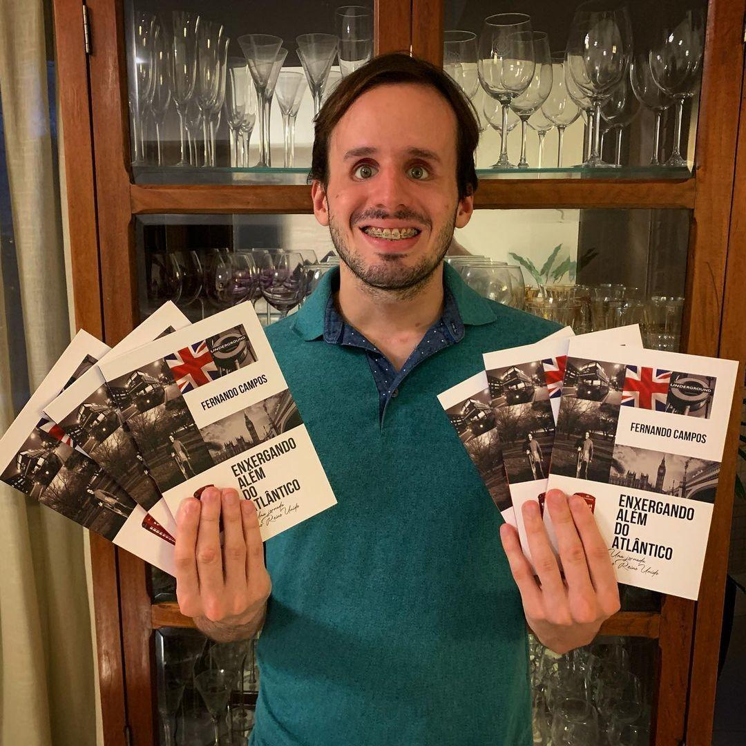 Jornalista cego lança primeiro livro em evento drive-thru em Natal