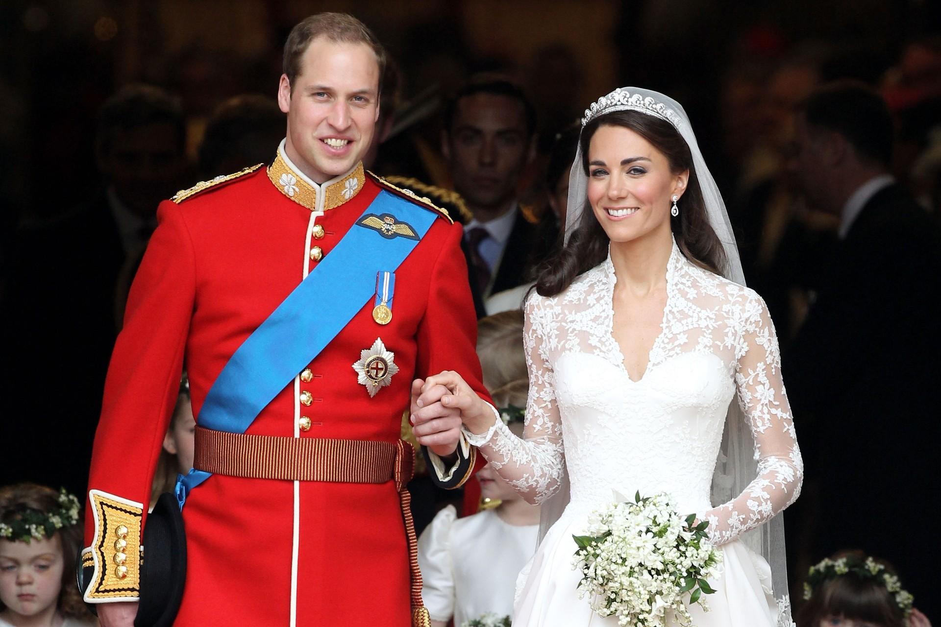 Mas é óbvio que ninguém superaria o casamento real. A aguardada e televisionada cerimônia de casamento do Príncipe William com Kate Middleton custou cerca de 75 milhões de reais. Só o vestido de Kate custou 155 mil e as flores da decoração 1,7 milhão (Foto: Getty Images)