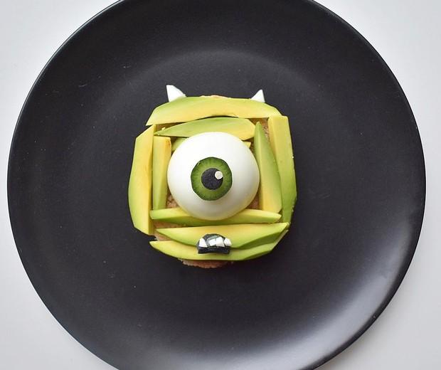 Mike Wazowski, personagem do filme Monstros S.A. | Feito com torrada, abacate e ovos (Foto: Reprodução/Instagram)
