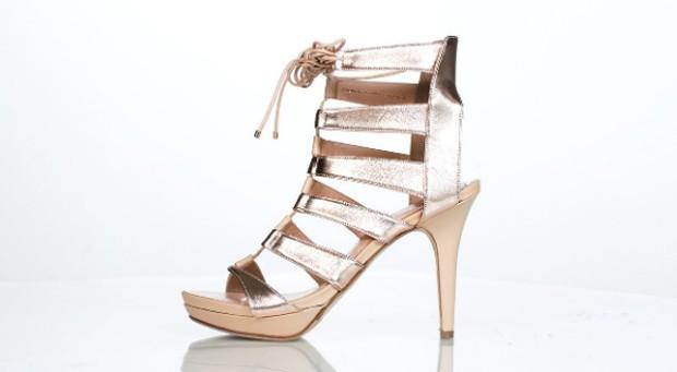 Os sapatos são feitos manualmente na Itália (Foto: Divulgação )