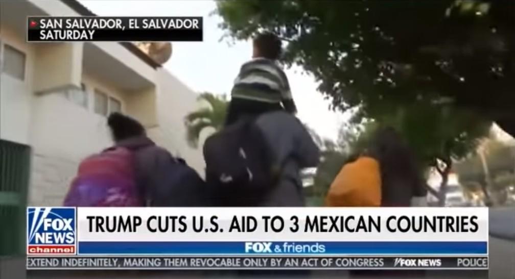 'Trump corta ajuda a 3 países mexicanos', diz texto da emissora Fox News — Foto: Youtube/Reprodução