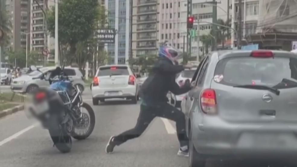 Imagens da agressão viralizaram nas redes sociais — Foto: Reprodução