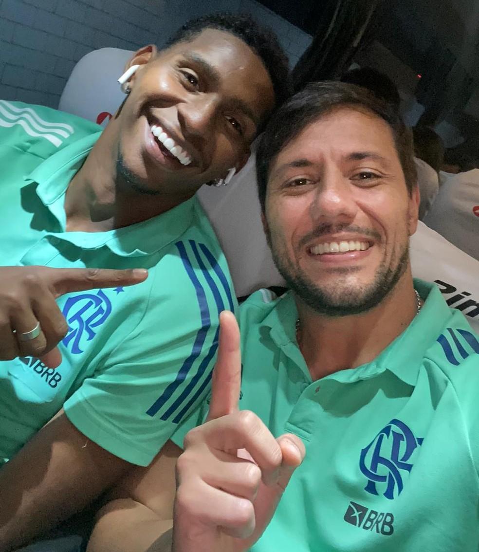 Diego Alves e Hugo Souza após partida contra o Athletico-PR — Foto: Reprodução