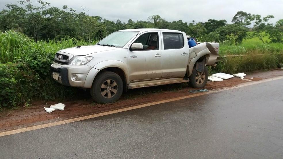 Veículo foi atingido na parte traseira (Foto: PRF/Divulgação)