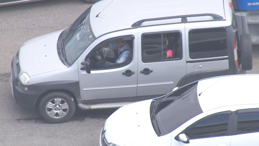 Homem ri após ficar meia hora perdido em estrada — Foto: Reprodução/TV Globo