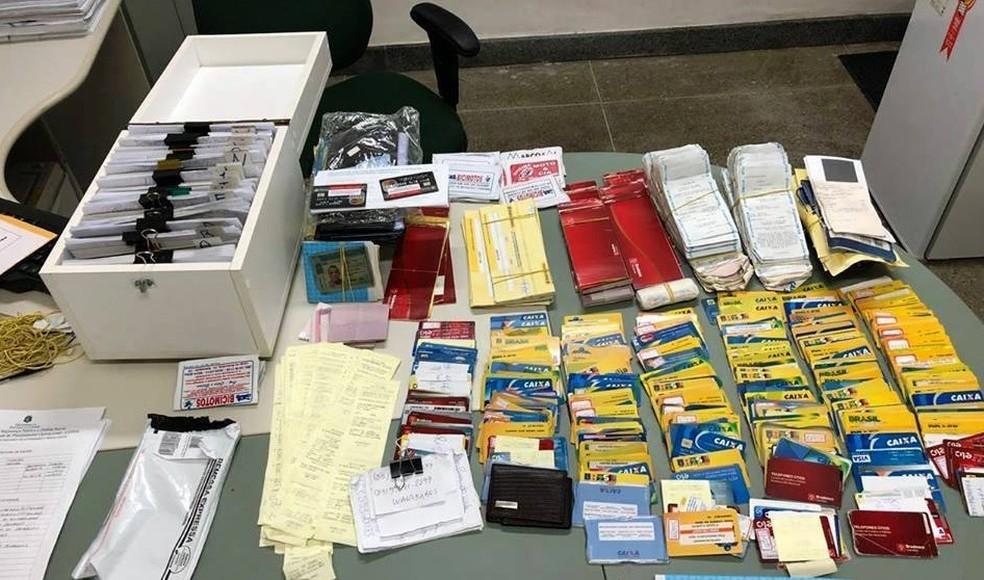 Cartões do Bolsa-Família foram apreendidos pela polícia. (Foto: Reprodução/Secretário de Segurança)