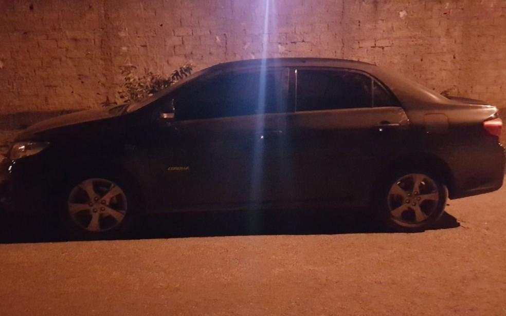 Carro roubado foi apreendido com grupo em Goiânia, Goiás (Foto: Polícia Militar/Divulgação)