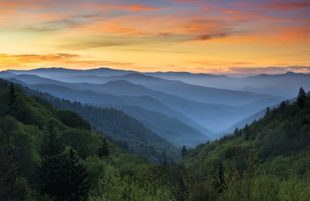 Sunrise Landscape Great Smoky Mountains National Park Gatlinburg TN and Oconaluftee Valley Cherokee NC (Foto: Getty Images/iStockphoto)