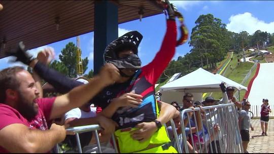 Gabriel Giovannini fatura o bi e Júlia Alves é tetra na Copa América de Downhill, em São Paulo