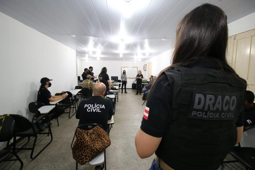 Operação contra fraudes em TVs por assinatura e serviços de streamings cumpriu mandados em Salvador e Lauro de Freitas — Foto: Alberto Maraux/SSP-BA