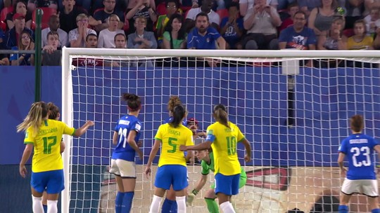 Sequência de lesões vira problema para o Brasil, mas jogadoras defendem trabalho da comissão