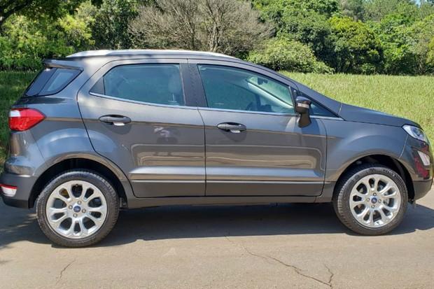 Ford EcoSport Titanium 2020 sem estepe na tampa do porta-malas (Foto: Tabatha Benjamin / Autoesporte)