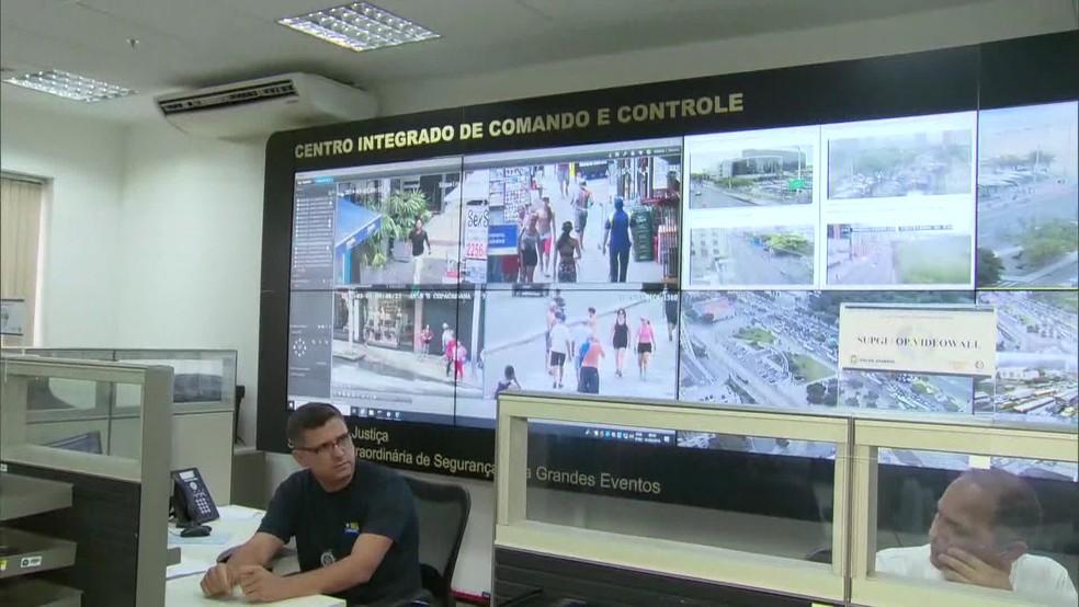 O Centro Integrado de Comando e Controle (CICC), na Cidade Nova, receberá um alerta toda vez que as câmeras identificarem um foragido ou um veículo roubado — Foto: Reprodução TV Globo