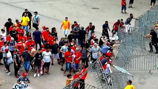 Torcida do Inter é suspensa por 90 dias após atos de vandalismo durante protesto no Beira-Rio
