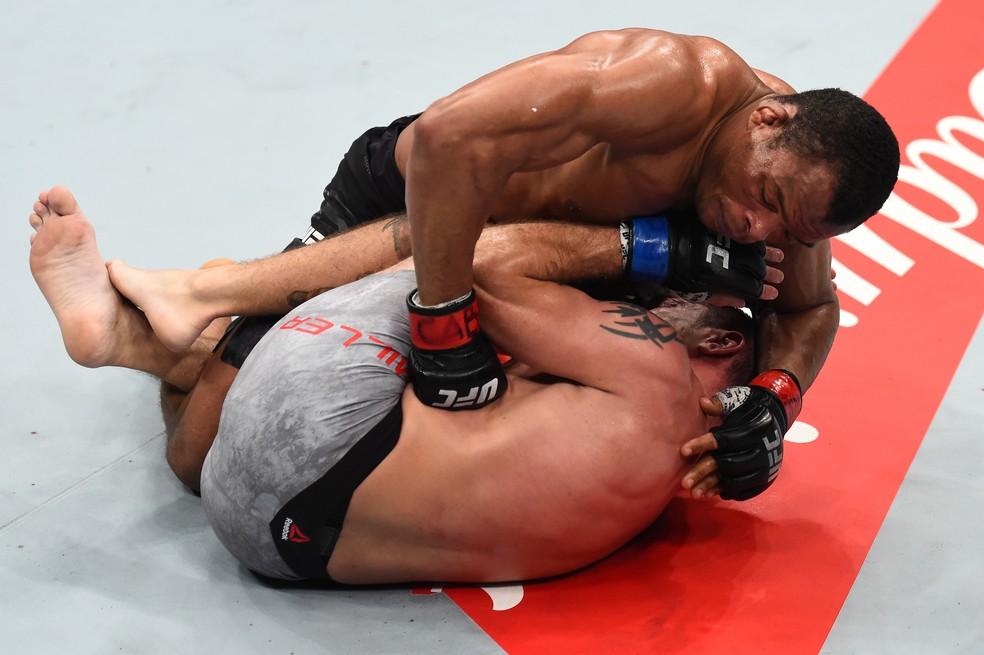Francisco Massaranduba venceu Jim Miller por decisão unânime no UFC São Paulo (Foto: Getty Images)