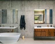 9 projetos de banheiros que inovam nos acabamentos e revestimentos