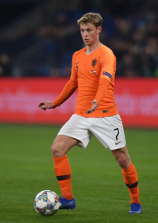 Frenkie de Jong, do Ajaz, em ação pela seleção da Holanda — Foto: Patrik Stollarz / AFP