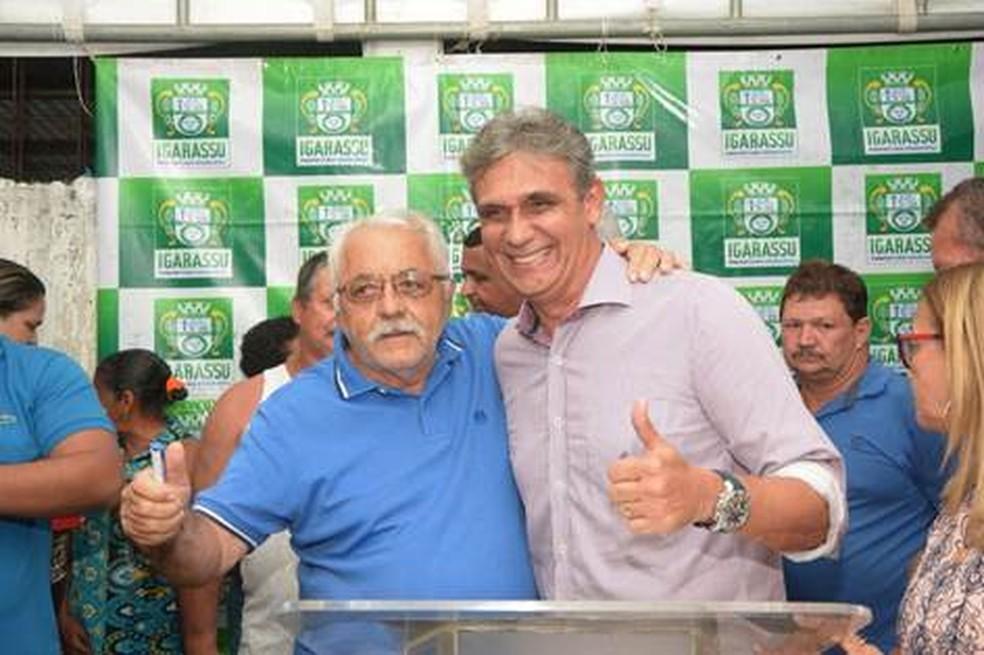 Vereador Luiz dos Passos (esquerda) foi morto em Igarassu, no Grande Recife; prefeito Mário Ricardo (direita) decretou luto oficial (Foto: Ivanildo Pedro/Secom Igarassu/Divulgação)