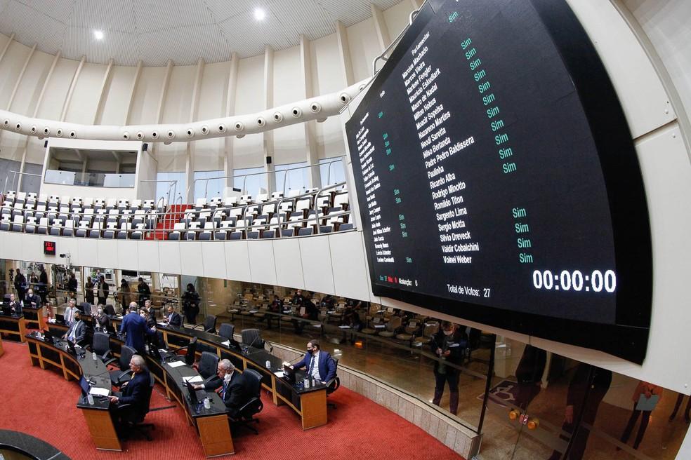 Votação na Alesc nesta quarta (11) aprovou reajuste para professores estaduais de SC — Foto: Daniel Conzi/Agência AL