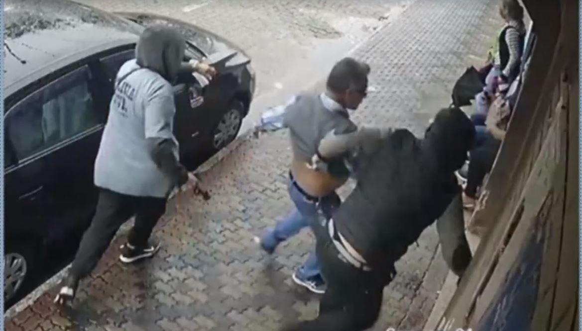 Homens que participaram de tiroteio na Via Dutra assaltaram lotérica em Porto Real, diz PRF