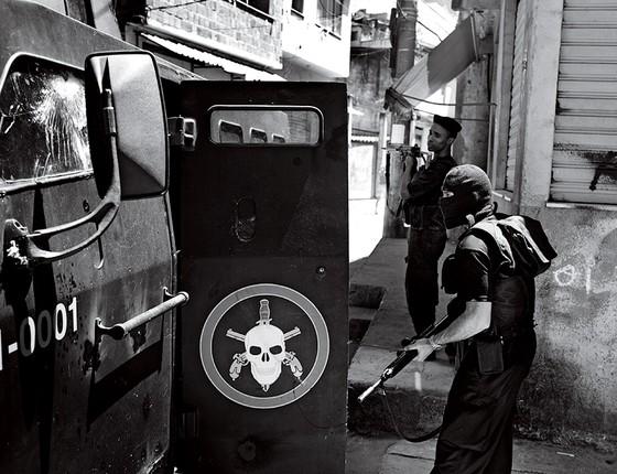 Policial do Bope (Foto: João Pina)
