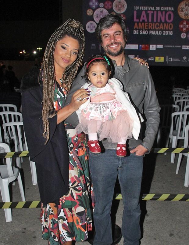 Juliana Alves com o marido, Ernani Nunes e a filha, Yolandaves (Foto: AmauriNehn/Brazil News)