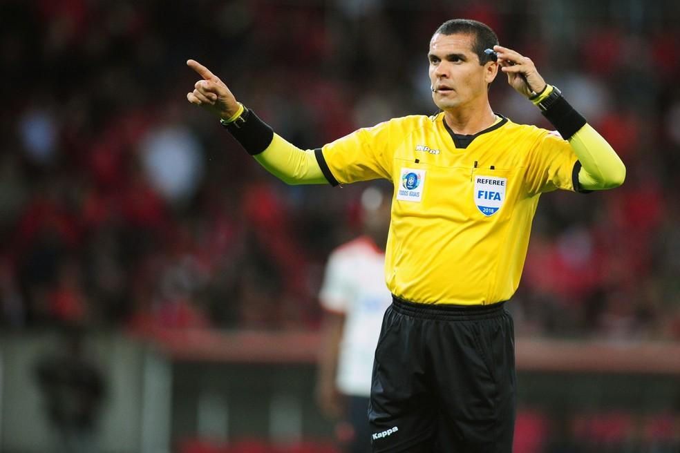 Ricardo Marques Ribeiro apitará o jogo — Foto: Wesley Santos/Agência PressDigital