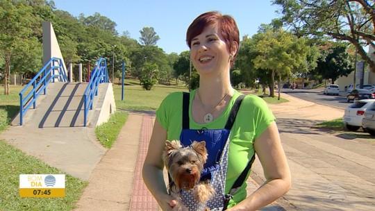 Para viver bem após os 40, cabeleireira muda rotina e emagrece com ajuda de cãozinho