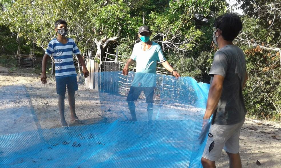 Família de Tarumã participa do projeto de piscicultura — Foto: Ascom MRN/Divulgação