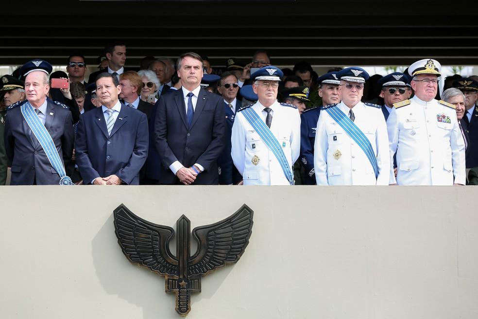 Bolsonaro participou da cerimônia de transmissão de cargo do novo comandante da FAB — Foto: Marcos Corrêa/PR