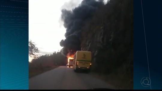 Ônibus pega fogo em serra, em Areia, no Brejo da Paraíba