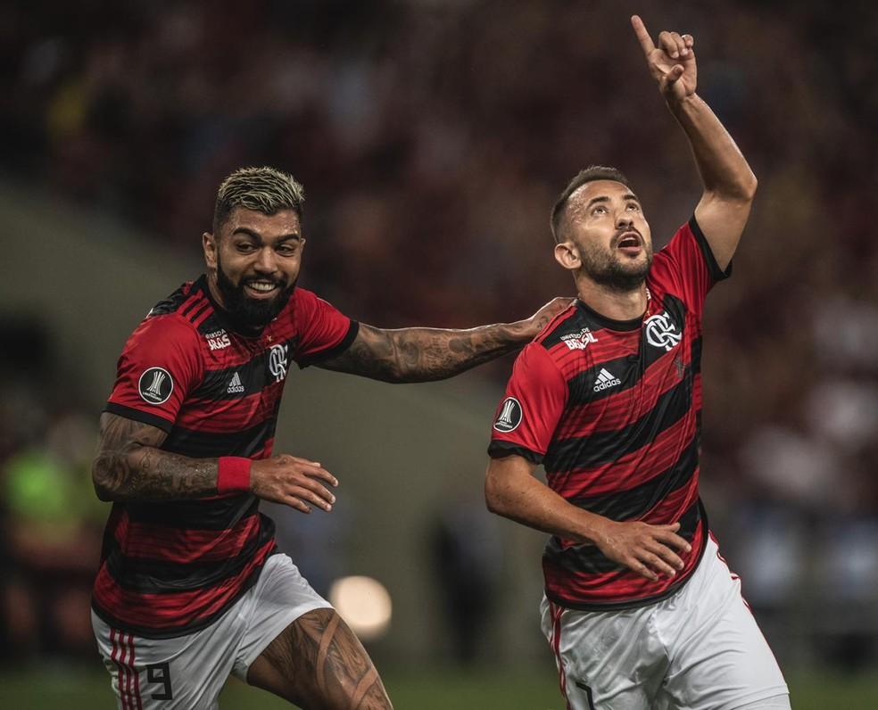 Éverton Ribeiro e Gabigol comemoram um dos gols do Flamengo — Foto: Pedro Martins / Foto FC
