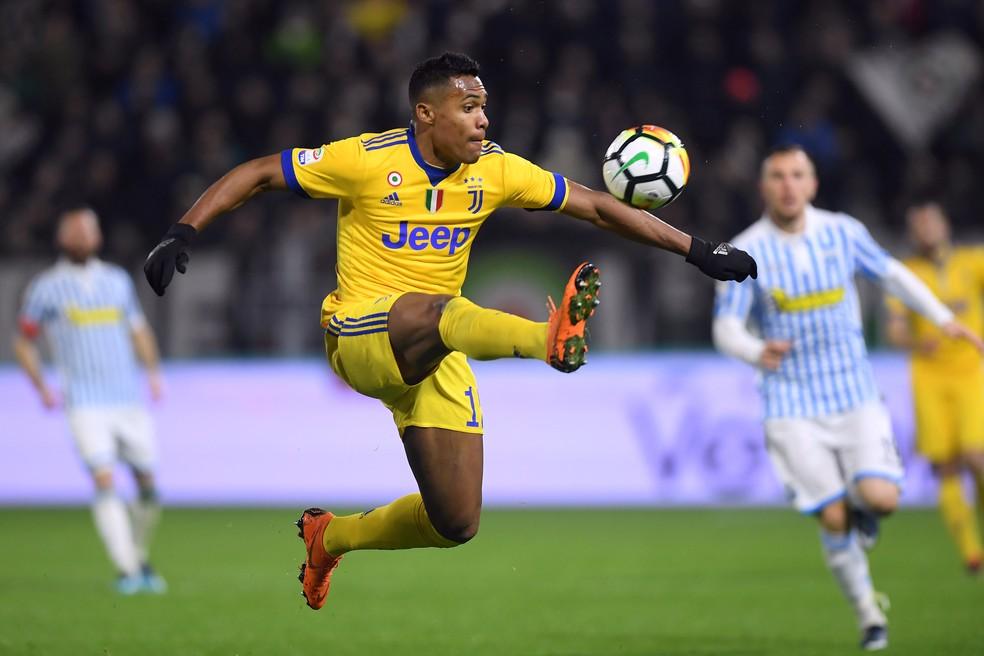 Alex Sandro pode trocar a Juventus pelo Manchester United (Foto: Reuters)