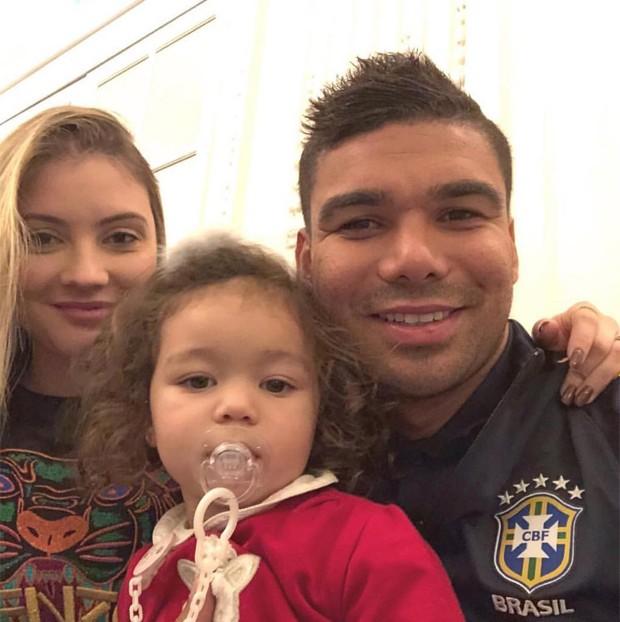 Casemiro e a mulher, Anna Maria, com a filha, Sara (Foto: Reprodução/Instagram)