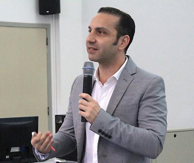 Em foto de arquivo, Marcelo Morales, que defende substituição de animais por métodos alternativos quando possível. (Foto: Iberê Thenório/G1)