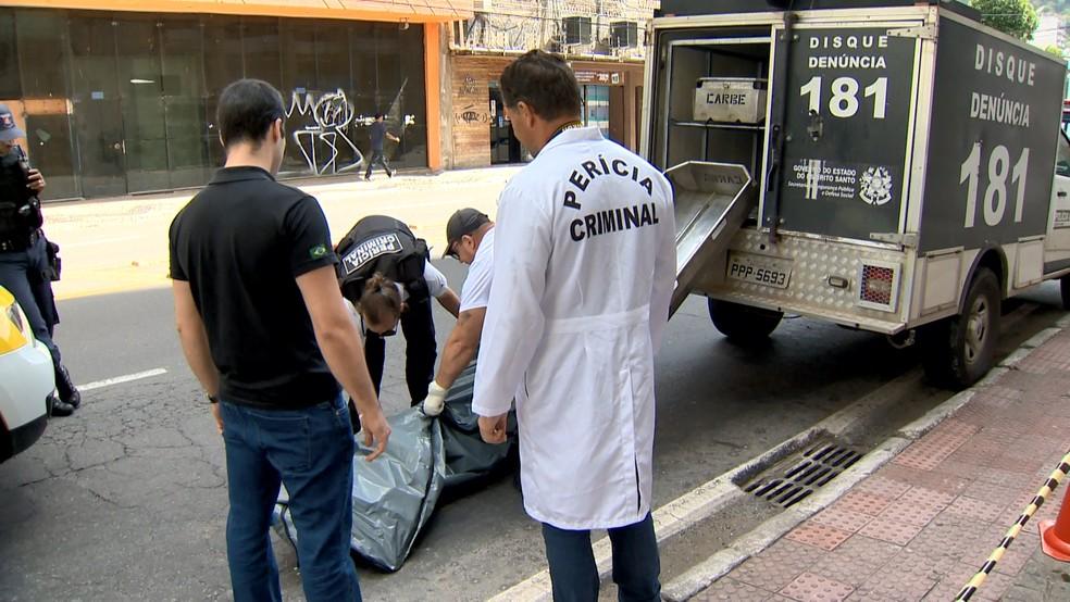 Homem é assassinado depois de assaltar mulher no Centro de Vitória  — Foto: Fernando Estevão/ TV Gazeta