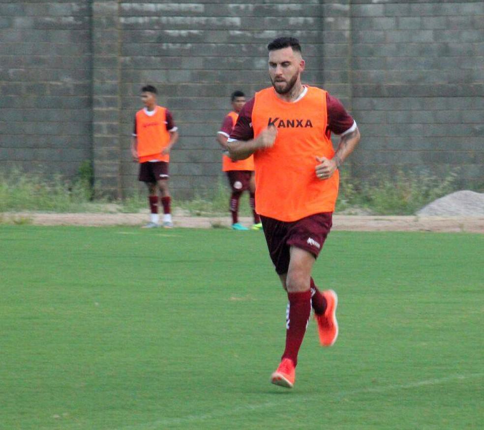 Bruno Furlan se apresentou ao América-RN nesta terça-feira e iniciou os trabalhos físicos (Foto: Canindé Pereira/América FC)