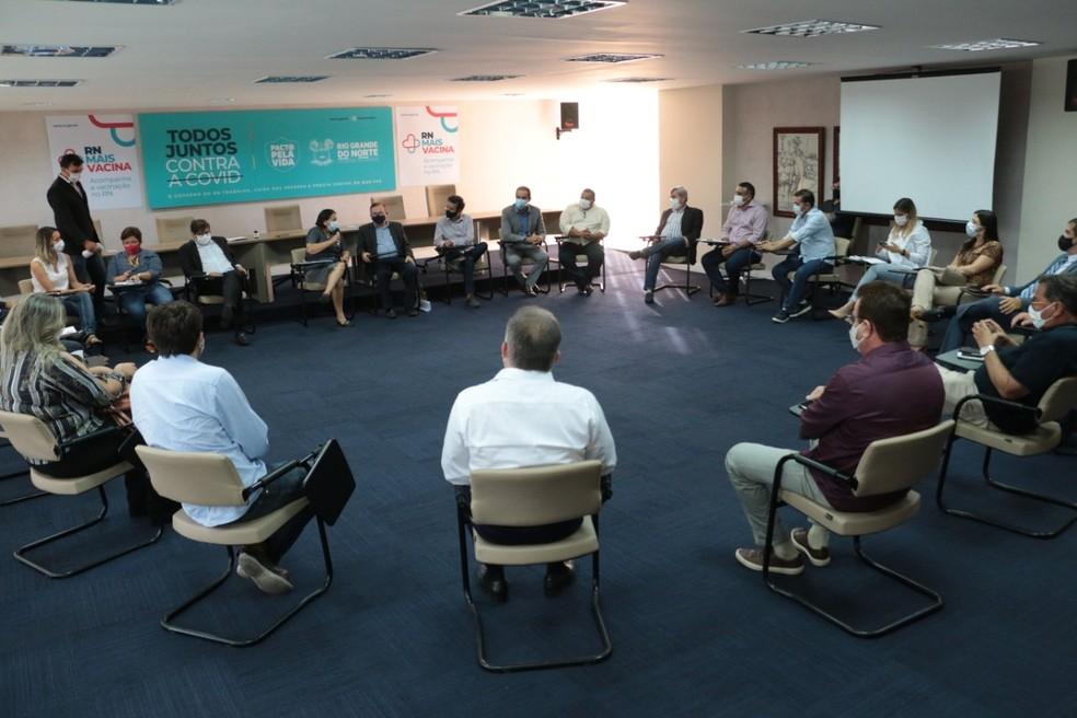 Prefeitos de municípios do RN em reunião com a governadora, Fátima Bezerra (PT). — Foto: Robson Araújo